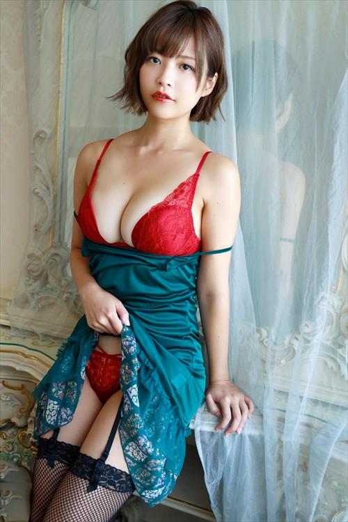 【月野夏海エロ画像】Gカップ巨乳の童顔系グラドルがセクシーに育ったね 16