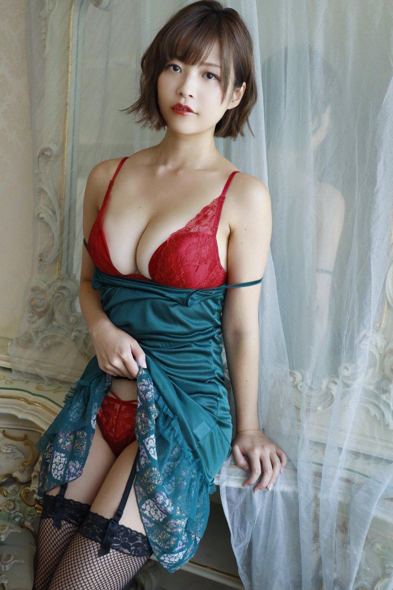 【月野夏海エロ画像】Gカップ巨乳の童顔系グラドルがセクシーに育ったね 48