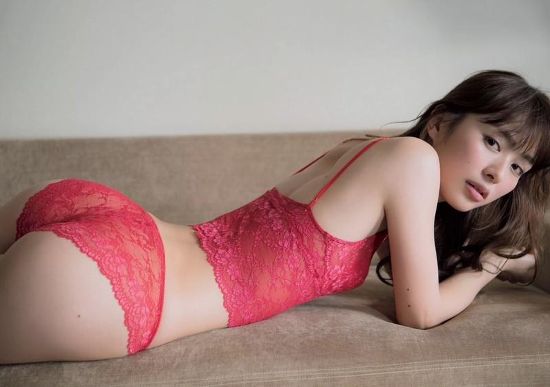 【内田理央グラビア画像】グラビア復帰したアラサー美人女優のエロボディ 05