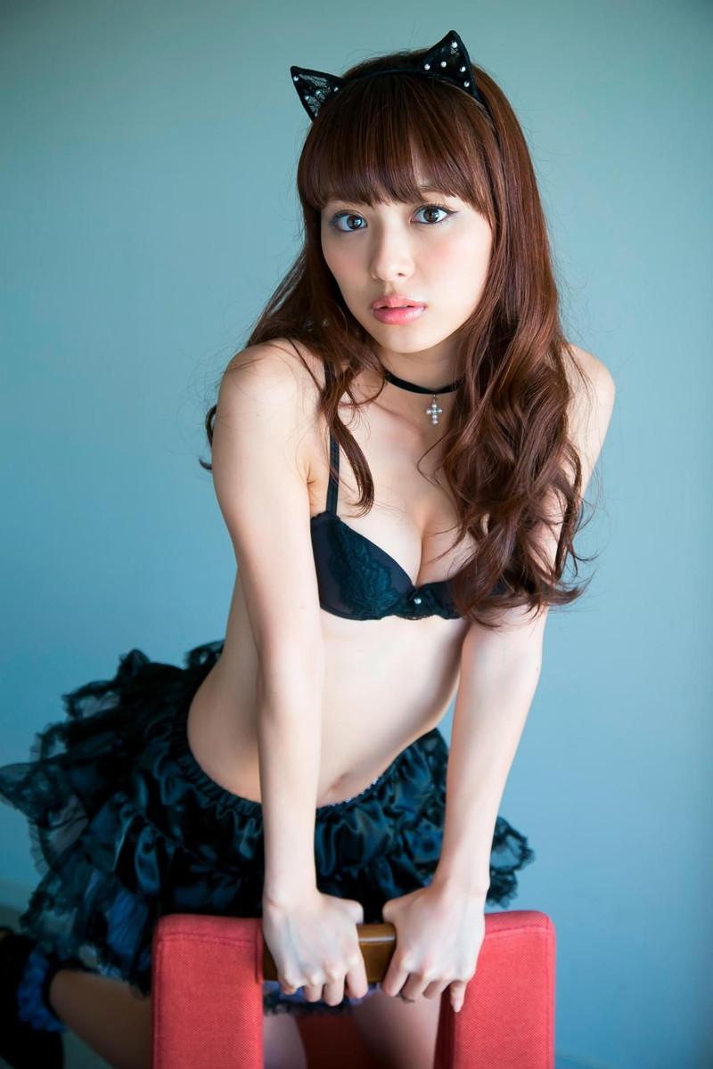 【内田理央グラビア画像】グラビア復帰したアラサー美人女優のエロボディ 76