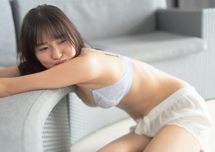 【志田音々グラビア画像】笑顔と谷間が眩しい現役女子大生グラドル! 10