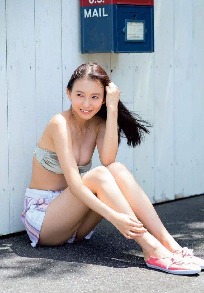 【志田音々グラビア画像】笑顔と谷間が眩しい現役女子大生グラドル! 63