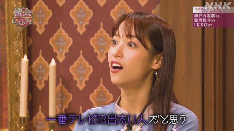 【女子アナキャプ画像】着衣オッパイや脇チラがエロいフリーアナウンサー 76
