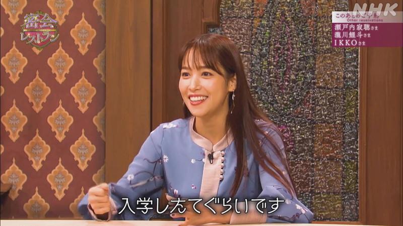 【女子アナキャプ画像】着衣オッパイや脇チラがエロいフリーアナウンサー 79
