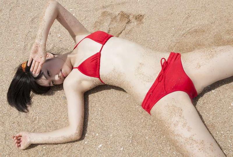 【伊倉愛美グラビア画像】ももクロ初期アイドルの可愛くチョイエロな水着姿