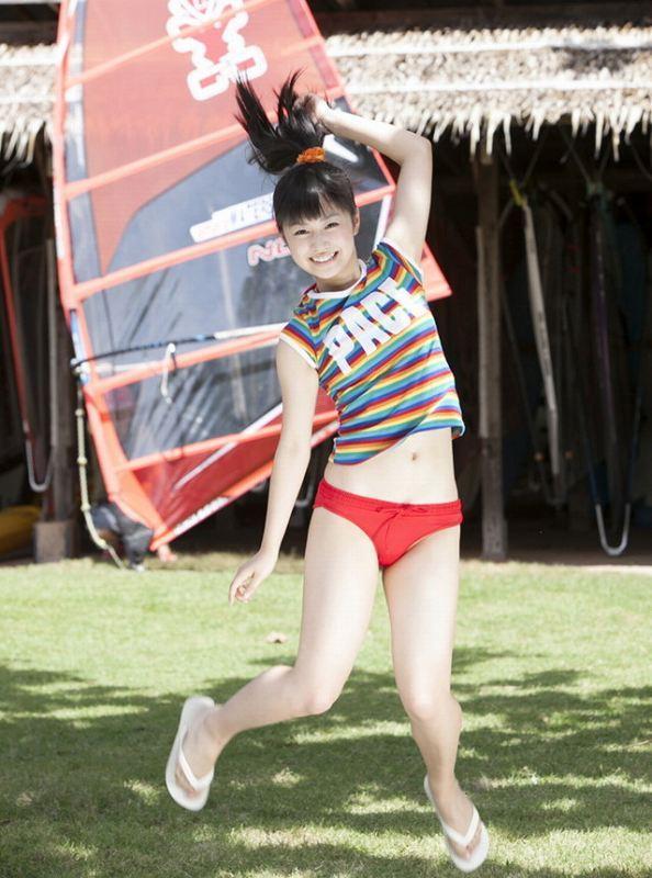 【伊倉愛美グラビア画像】ももクロ初期アイドルの可愛くチョイエロな水着姿 03