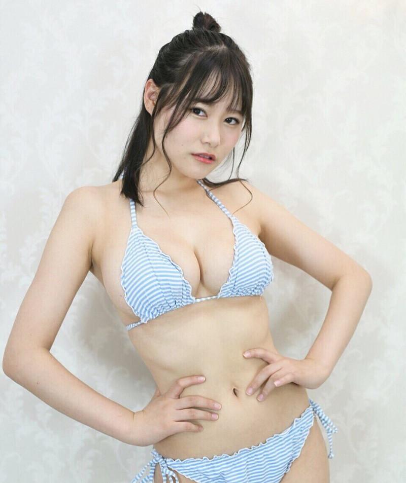 【東坂みゆグラビア画像】はみ出しまくるHカップ爆乳を揉んでみたい! 25