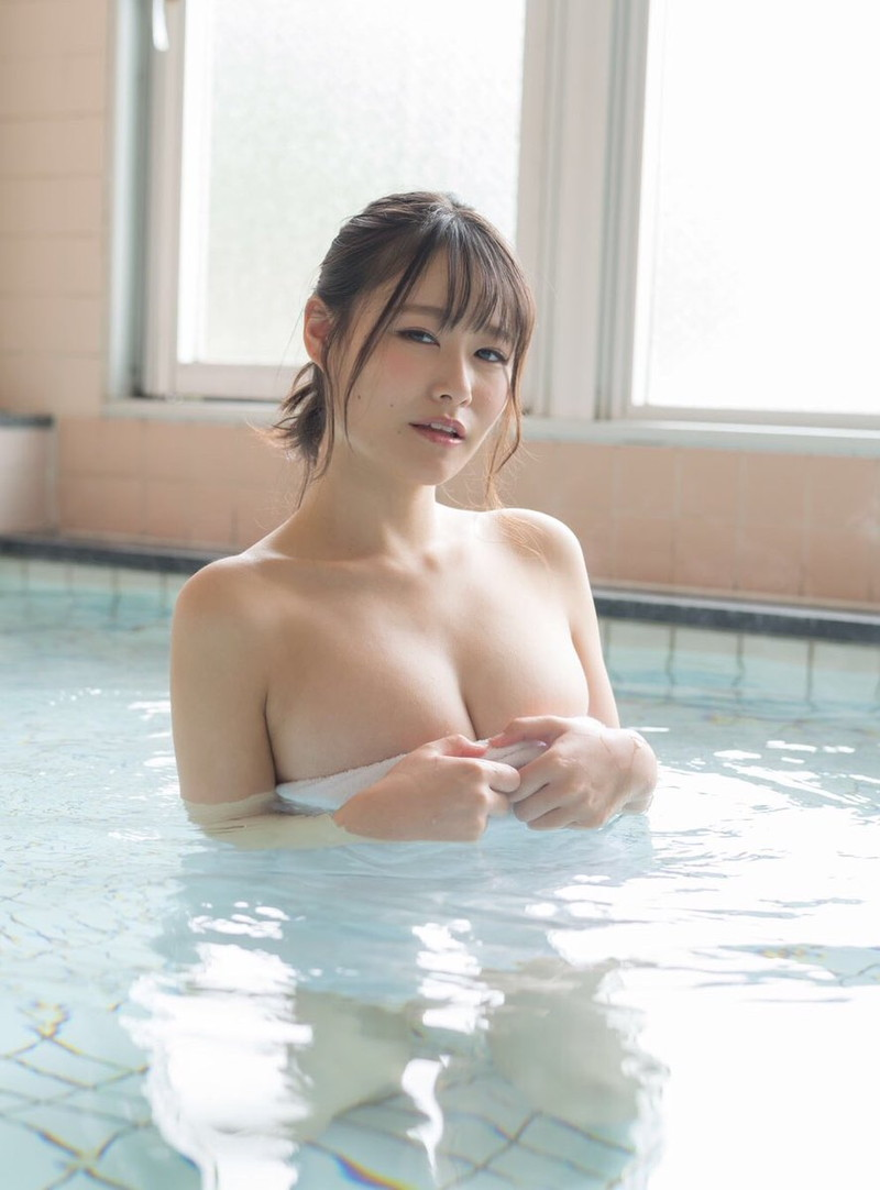 【東坂みゆグラビア画像】はみ出しまくるHカップ爆乳を揉んでみたい! 61