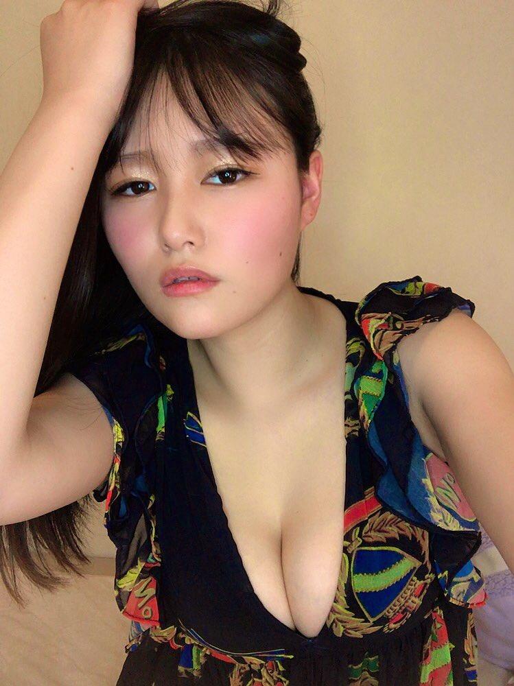 【東坂みゆグラビア画像】はみ出しまくるHカップ爆乳を揉んでみたい! 75