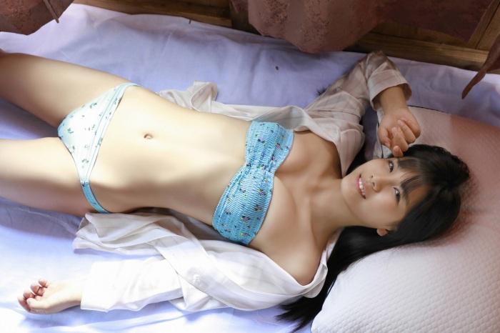 【朝日ななみグラビア画像】清純系美少女タレントのスレンダーなビキニ姿