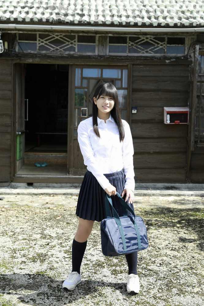 【朝日ななみグラビア画像】清純系美少女タレントのスレンダーなビキニ姿 64