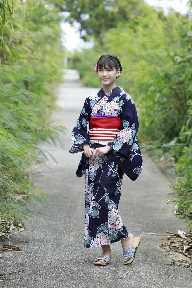 【朝日ななみグラビア画像】清純系美少女タレントのスレンダーなビキニ姿 73