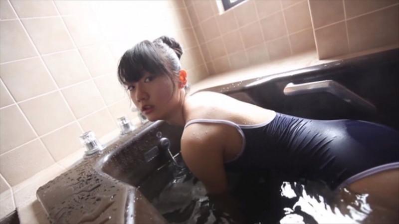 【尾崎愛花お宝画像】ジュニアアイドルで頑張っていた童顔娘のエッチな姿 69