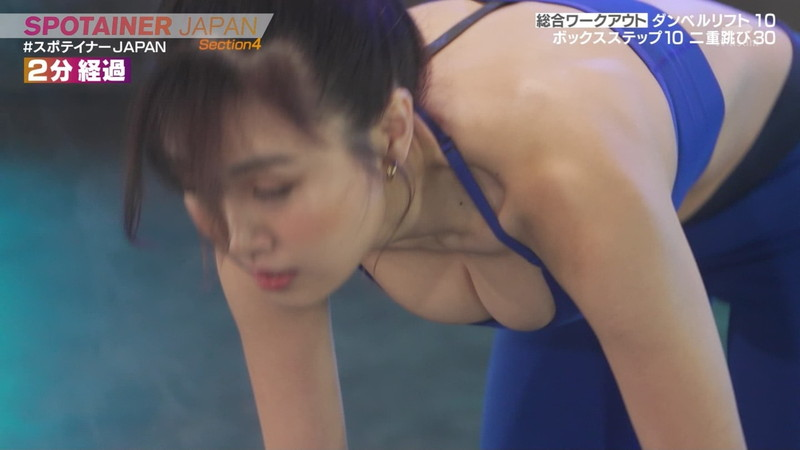 【お宝キャプ画像】テレビタレントが運動してる時に映った谷間!