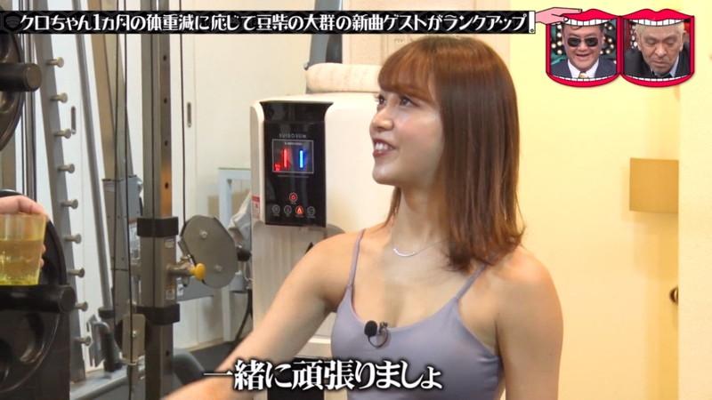 【お宝キャプ画像】テレビタレントが運動してる時に映った谷間! 15