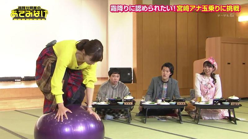 【お宝キャプ画像】テレビタレントが運動してる時に映った谷間! 33
