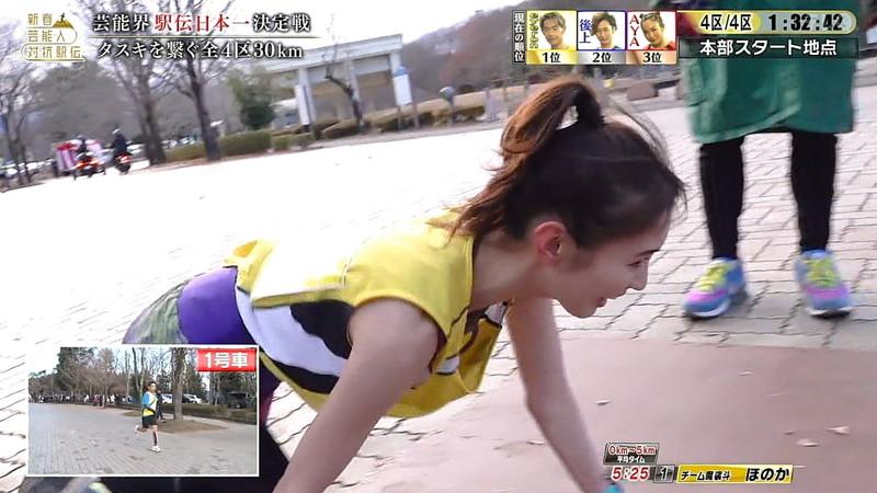 【お宝キャプ画像】テレビタレントが運動してる時に映った谷間! 45