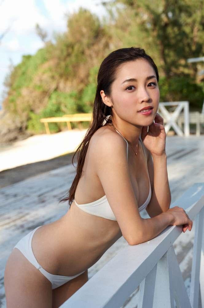 【石田安奈グラビア画像】元SKE48アイドルのセクシーなビキニ水着姿 35