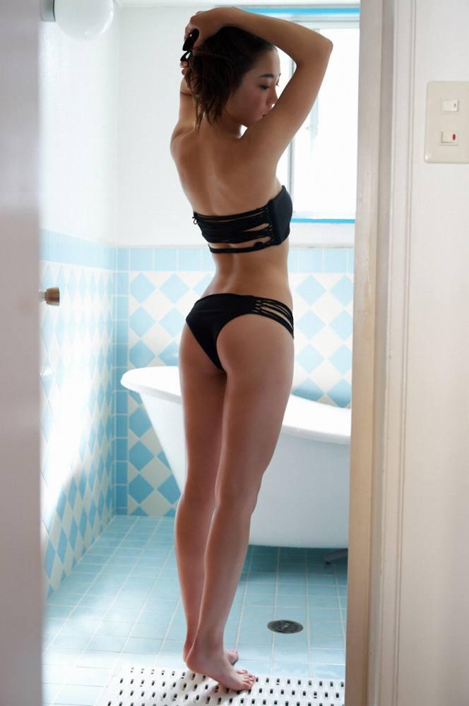 【石田安奈グラビア画像】元SKE48アイドルのセクシーなビキニ水着姿 39
