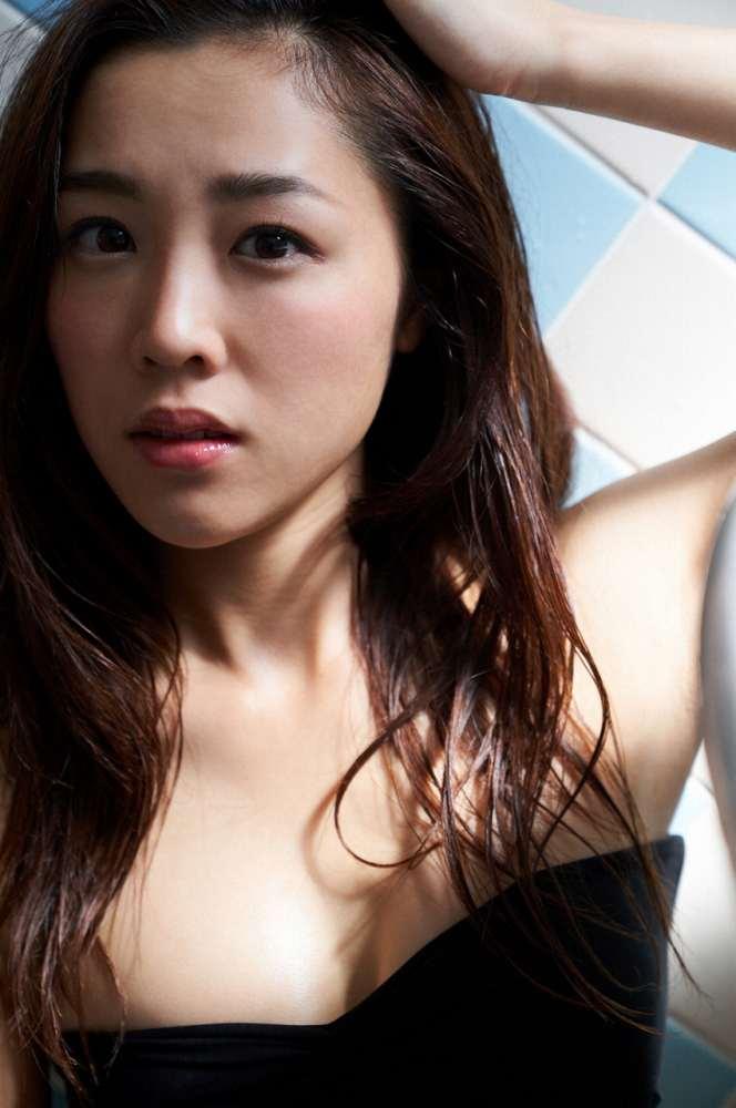 【石田安奈グラビア画像】元SKE48アイドルのセクシーなビキニ水着姿 42