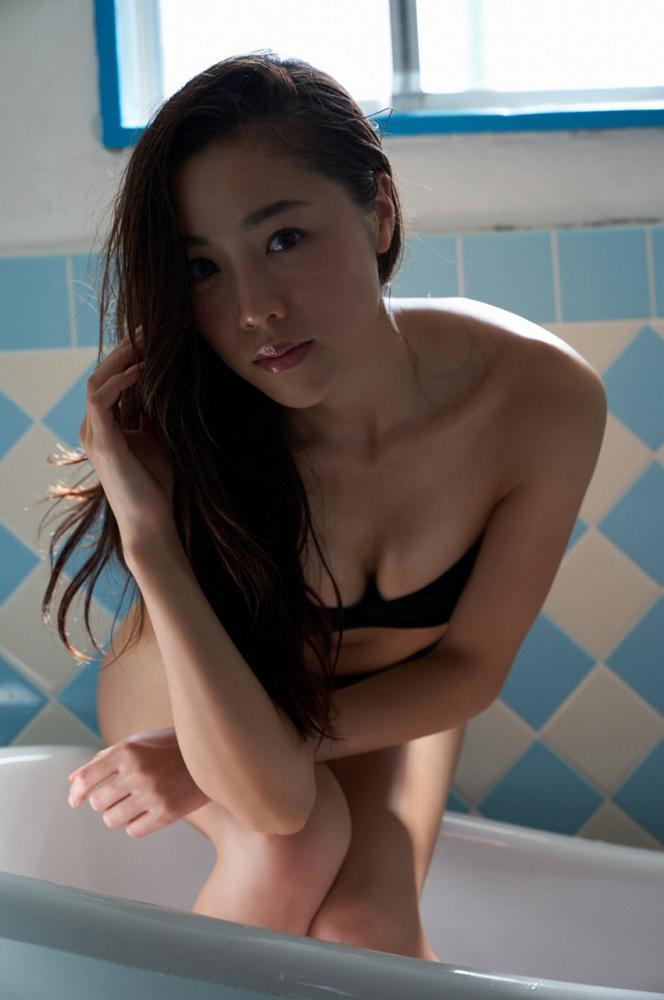 【石田安奈グラビア画像】元SKE48アイドルのセクシーなビキニ水着姿 44