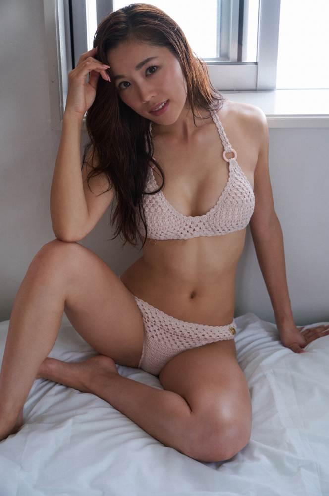 【石田安奈グラビア画像】元SKE48アイドルのセクシーなビキニ水着姿 50