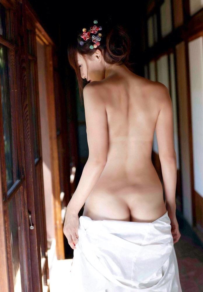 【着物着崩しエロ画像】色っぽく肩出しした画像から裸を曝け出してしまったエロ画像まで! 72