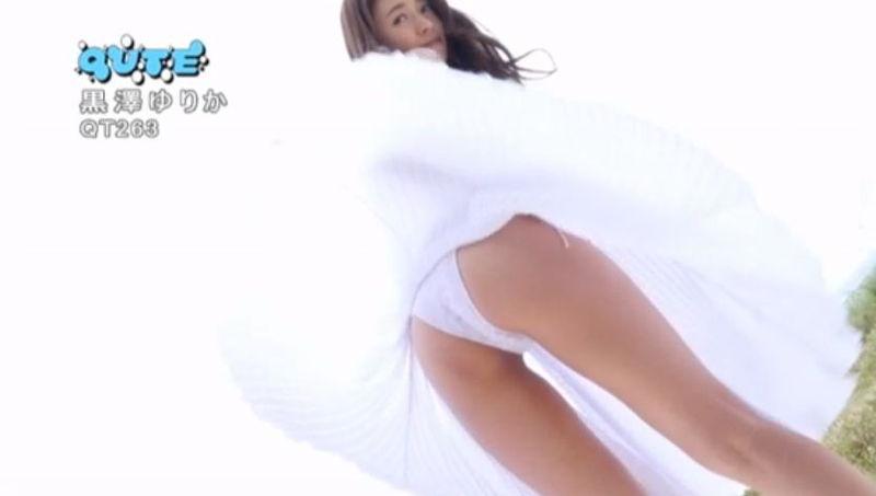 【黒澤ゆりかエロ画像】世界一スカートをめくられた女ってインパクトあるなw 11