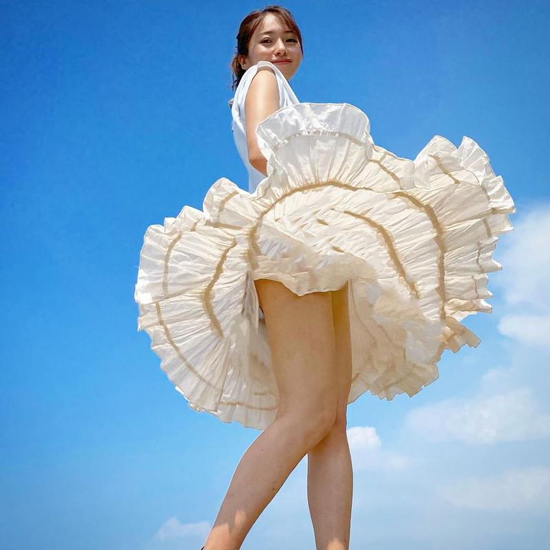 【黒澤ゆりかエロ画像】世界一スカートをめくられた女ってインパクトあるなw 60