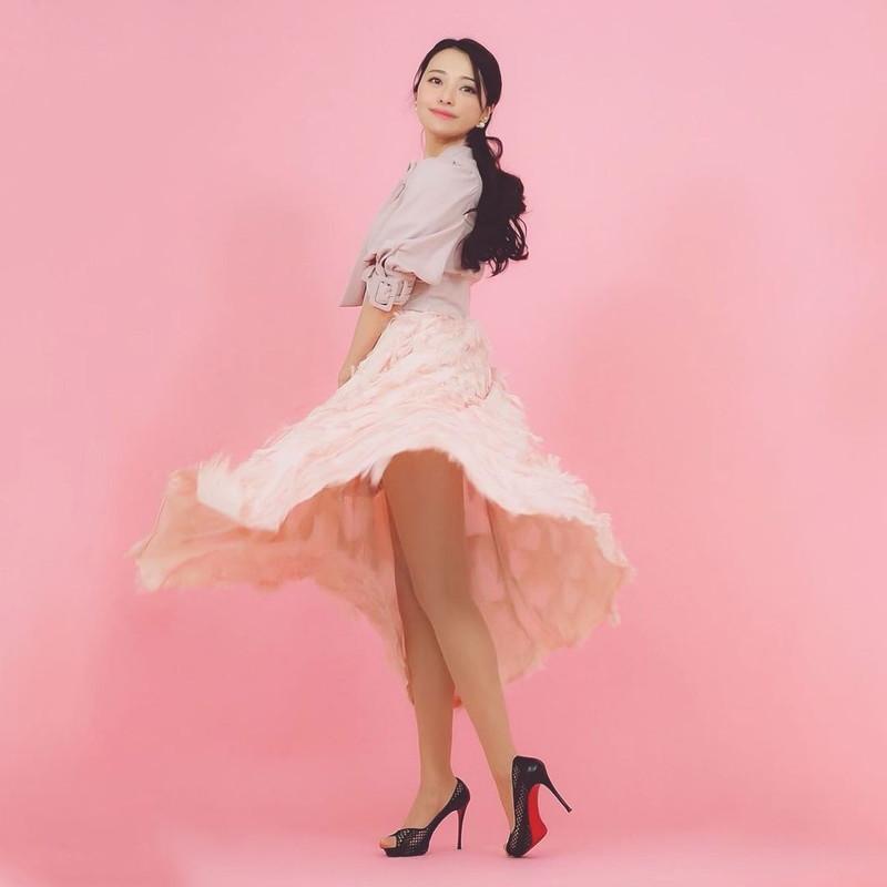 【黒澤ゆりかエロ画像】世界一スカートをめくられた女ってインパクトあるなw 64