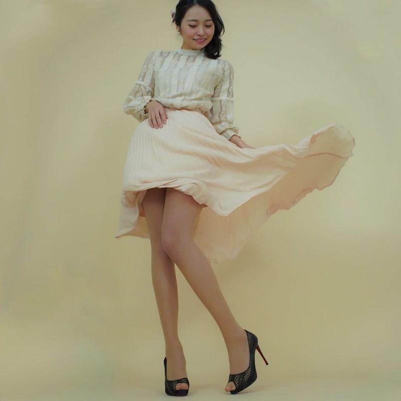 【黒澤ゆりかエロ画像】世界一スカートをめくられた女ってインパクトあるなw 66
