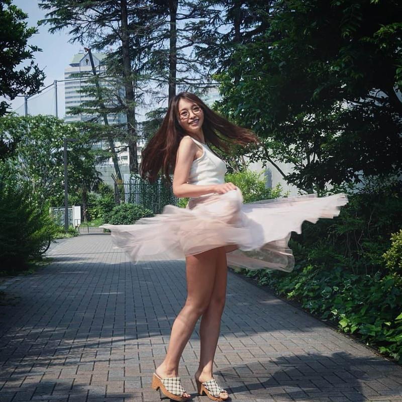 【黒澤ゆりかエロ画像】世界一スカートをめくられた女ってインパクトあるなw 70