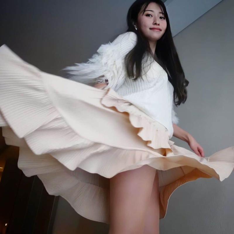 【黒澤ゆりかエロ画像】世界一スカートをめくられた女ってインパクトあるなw 72