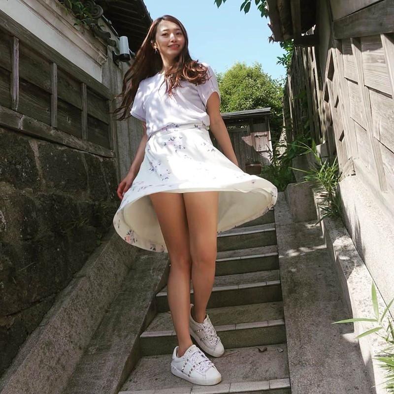 【黒澤ゆりかエロ画像】世界一スカートをめくられた女ってインパクトあるなw 74