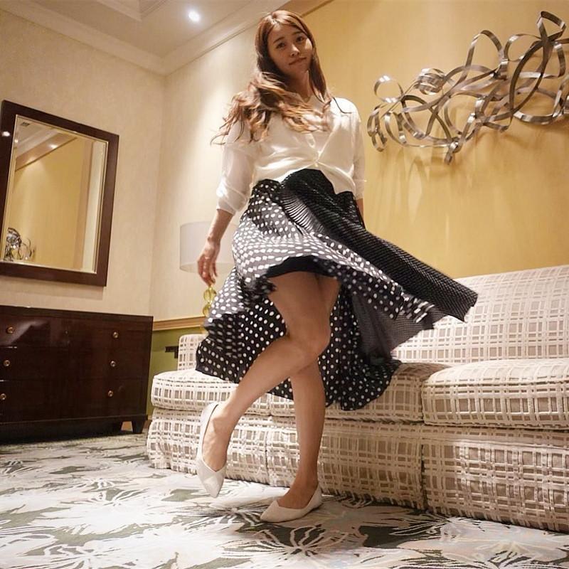 【黒澤ゆりかエロ画像】世界一スカートをめくられた女ってインパクトあるなw 76
