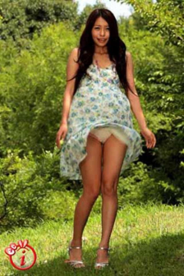 【黒澤ゆりかエロ画像】世界一スカートをめくられた女ってインパクトあるなw 78