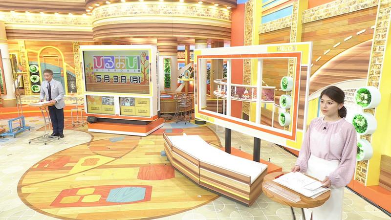 【上村彩子キャプ画像】スケスケシースルーを見せつけるエロ女子アナwwww 21