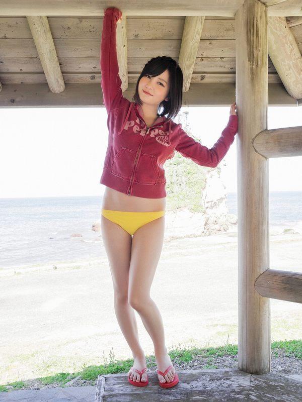 【岩田華怜グラビア画像】カワイイとセクシー両方持ってる元アイドルの水着姿 06