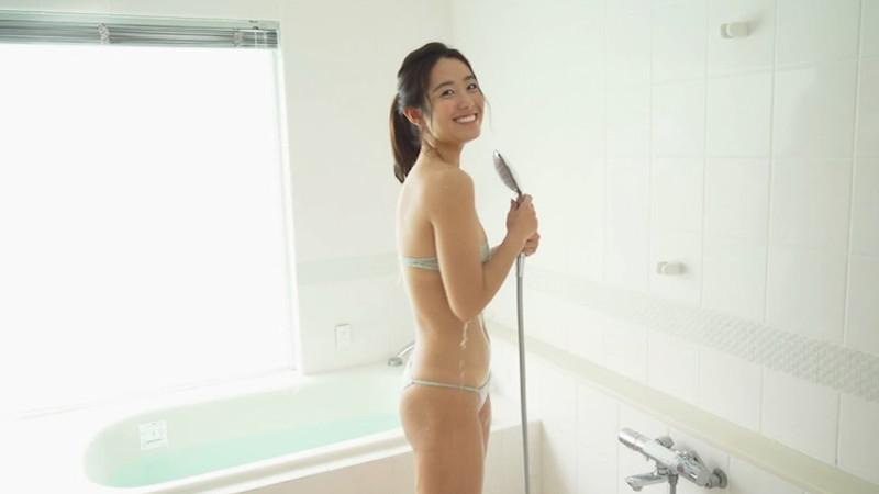 【白波瀬海来キャプ画像】ウォータースポーツで培った小麦肌がエロい! 20
