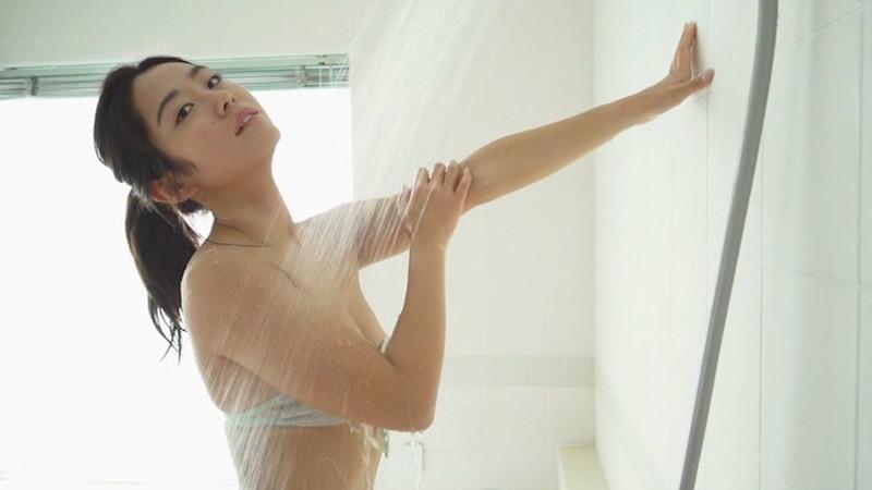 【白波瀬海来キャプ画像】ウォータースポーツで培った小麦肌がエロい! 24