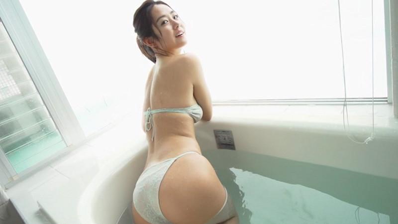 【白波瀬海来キャプ画像】ウォータースポーツで培った小麦肌がエロい! 29