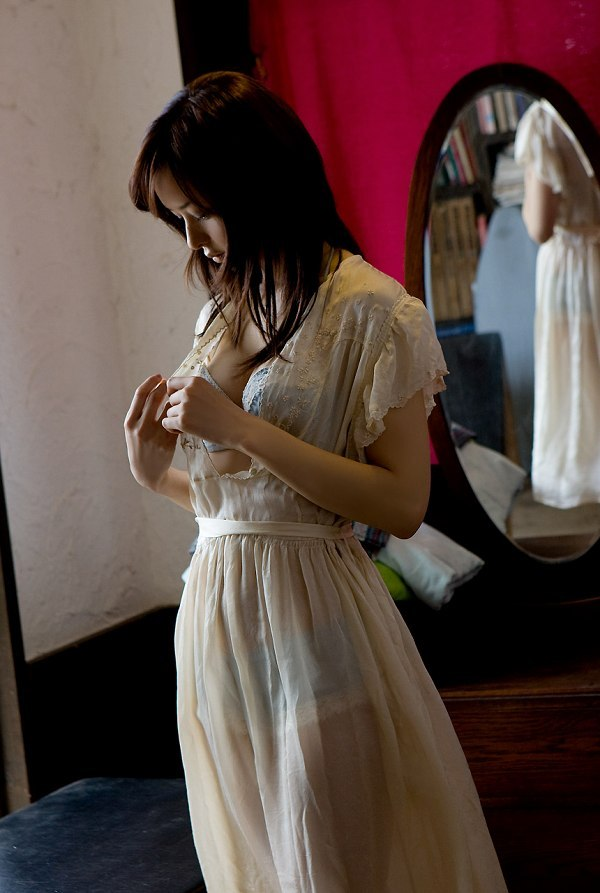【乙黒えりグラビア画像】ハーフ美人女優の若い頃の水着姿やCM出演シーン 06