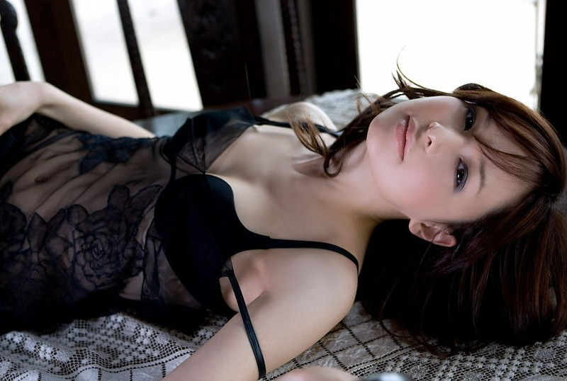 【乙黒えりグラビア画像】ハーフ美人女優の若い頃の水着姿やCM出演シーン 27