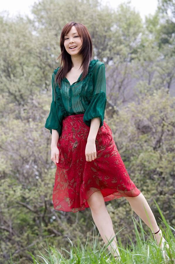 【乙黒えりグラビア画像】ハーフ美人女優の若い頃の水着姿やCM出演シーン 45