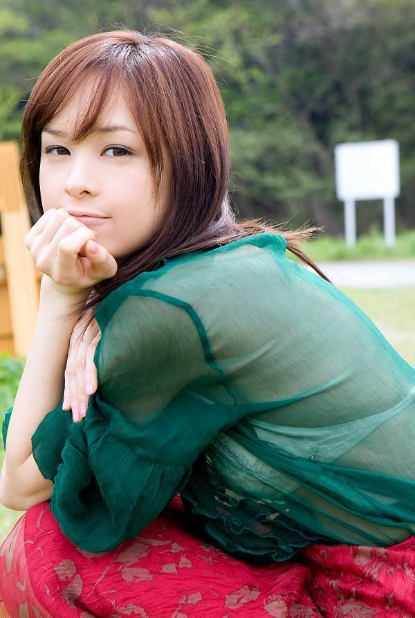 【乙黒えりグラビア画像】ハーフ美人女優の若い頃の水着姿やCM出演シーン 47