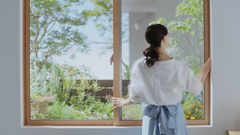 【乙黒えりグラビア画像】ハーフ美人女優の若い頃の水着姿やCM出演シーン 73