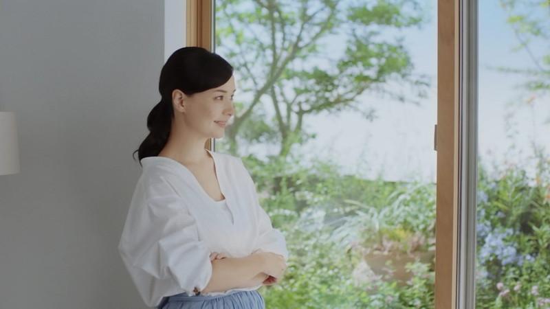 【乙黒えりグラビア画像】ハーフ美人女優の若い頃の水着姿やCM出演シーン 75