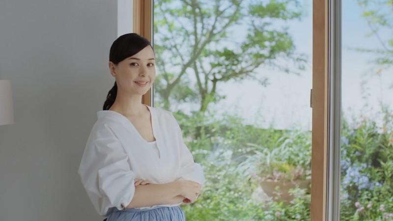 【乙黒えりグラビア画像】ハーフ美人女優の若い頃の水着姿やCM出演シーン 76