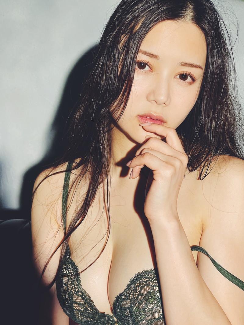 【白峰ミウエロ画像】グラドルデビューしてからあっと言う間にAV女優へ転向! 21
