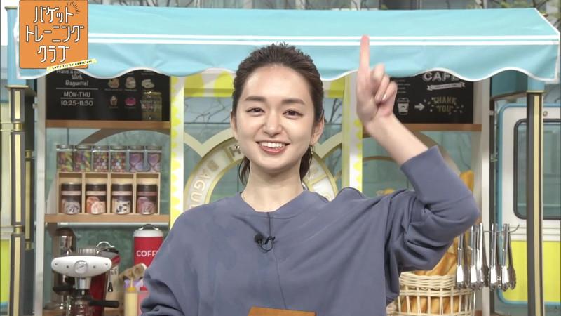 【女子アナキャプ画像】ストレッチでピタパン尻を見せてる後藤晴菜さんw 43